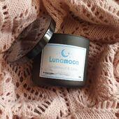 Limitowany jesienny zapach już dostępny na stronie.  Sandalwood & Cedar to orientalny zapach, który może zagościć w Waszych domach w promocyjnej cenie 59,90 zł zamiast 84,90 zł.  Dodatkowo w promocyjnej cenie można nabyć Tartę Dyniową to Wasz ulubieniec ostatnich tygodni.  Zapraszamy www.lunamoon.pl